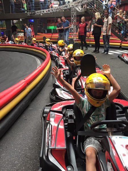 Karts in de pitstraat bij Coronel Kartracing | Coronel = FUN