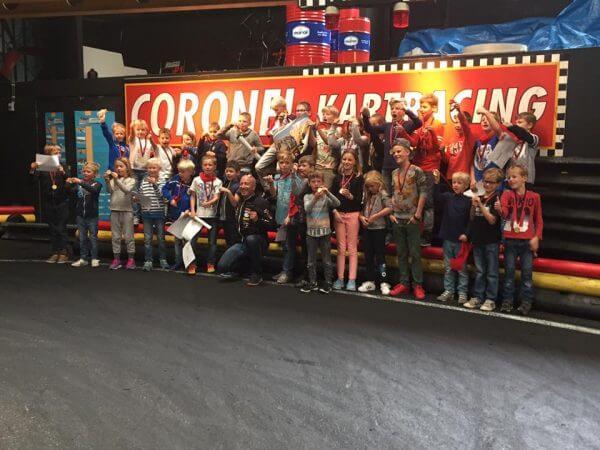 Groepje kinderen Papa Kids Karten Coronel Kartracing | Coronel = FUN