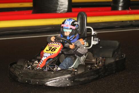 Kind aan het karten op de Coronel kartbaan | Coronel = FUN